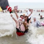 Traditional new year plunge in the North Sea: 4,500 paticipants and  10,000 spectators