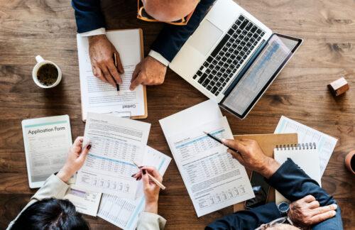 group-business-people-having-meeting